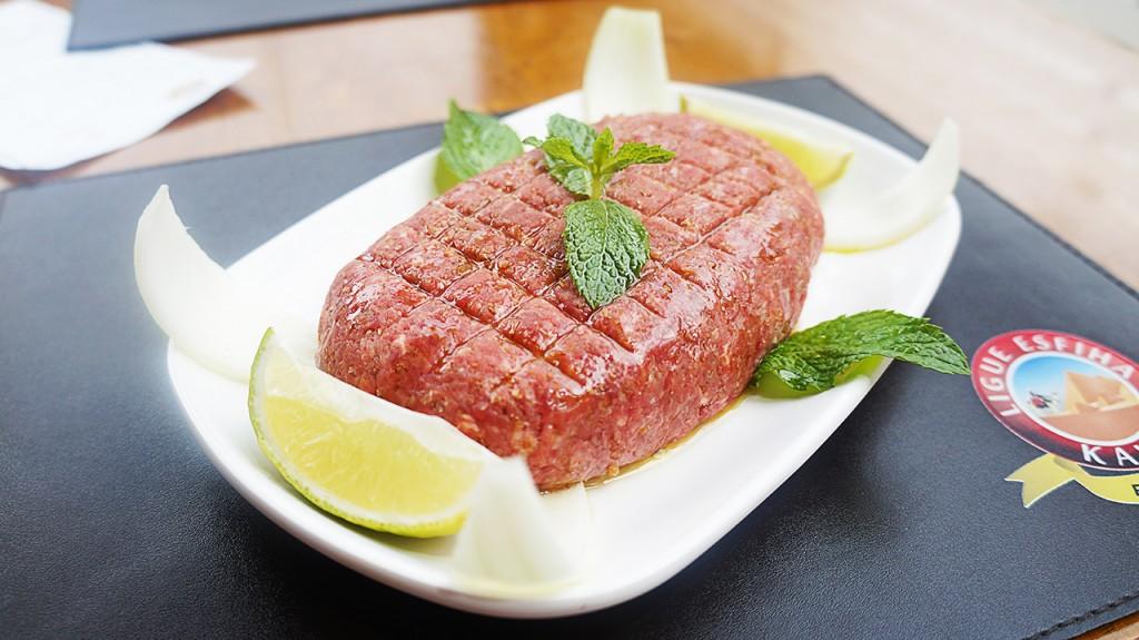 Carne, Trigo Kibe, Cebola, Hortelã, Azeite, Pimenta Síria