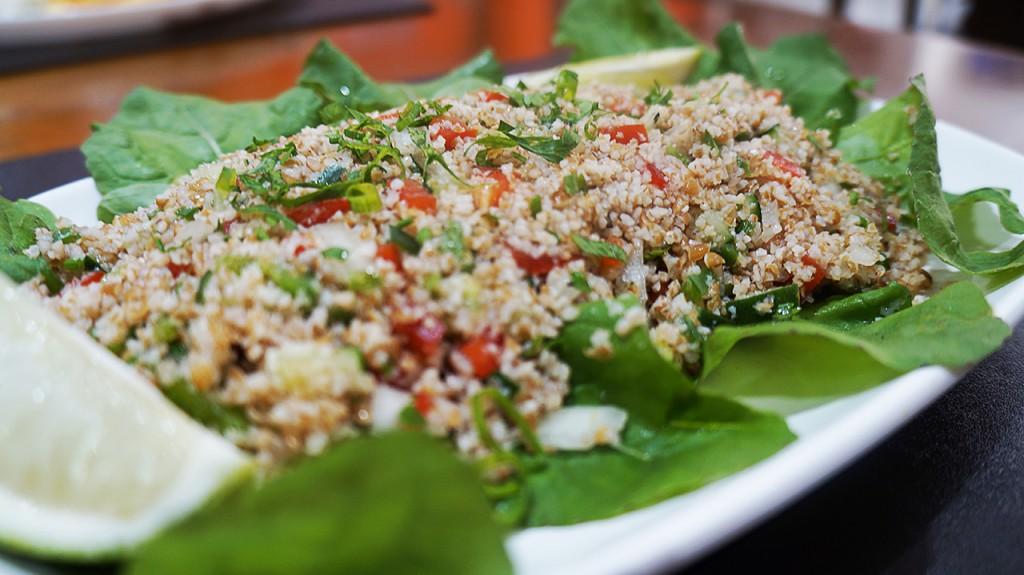 Trigo Kibe, Tomate, Salsinha, Hortela, Pepino Japones, Cebola, Azeite, Pimenta Siria